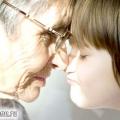 Дідусь і бабуся виховують онуків