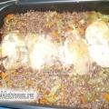 Курячий рулет, запечений з гречкою і овочами