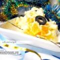 Новорічний салат з ананасом і плавленим сиром