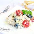 Салат з куркою, помідорами чері та грибами: рецепт з фото