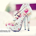 Туфлі з квітковим принтом на високих підборах: з чим носити?
