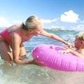 Як навчити дитину плавати?