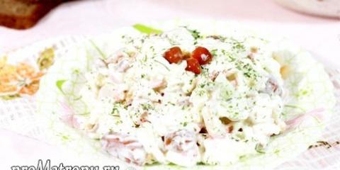 Салат з маринованими грибами, крабовими паличками і рисом: рецепт з фото