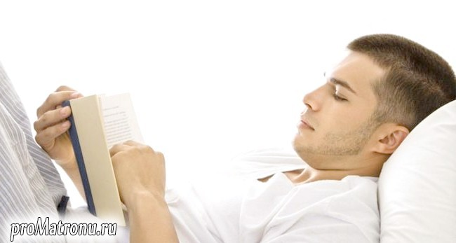 man-reading-book-in-bed - 393d0